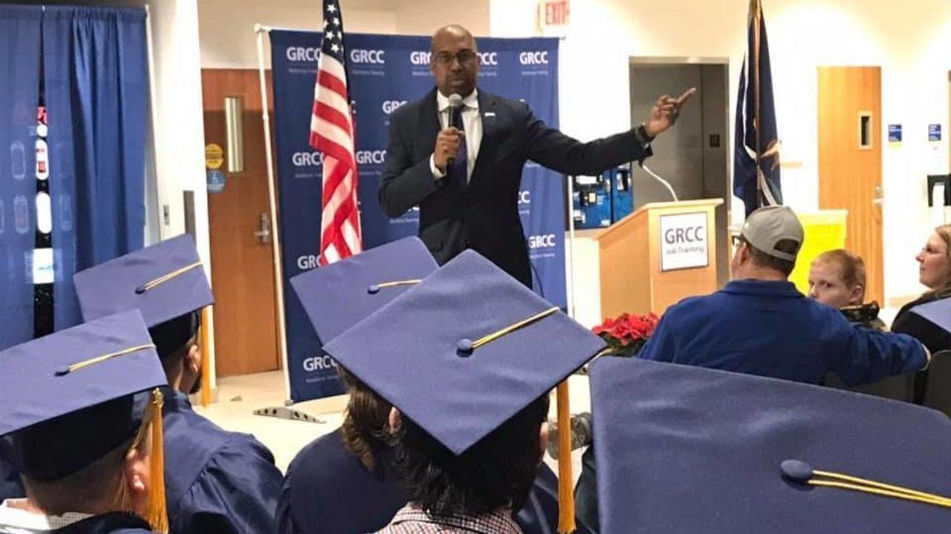 Dr. Bill Pink speaks to graduates