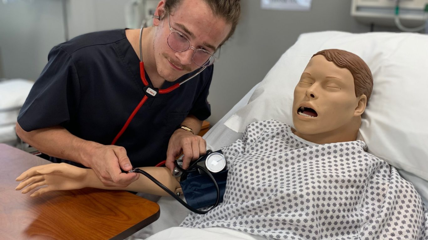Nursing student in Ellis Skills Lab