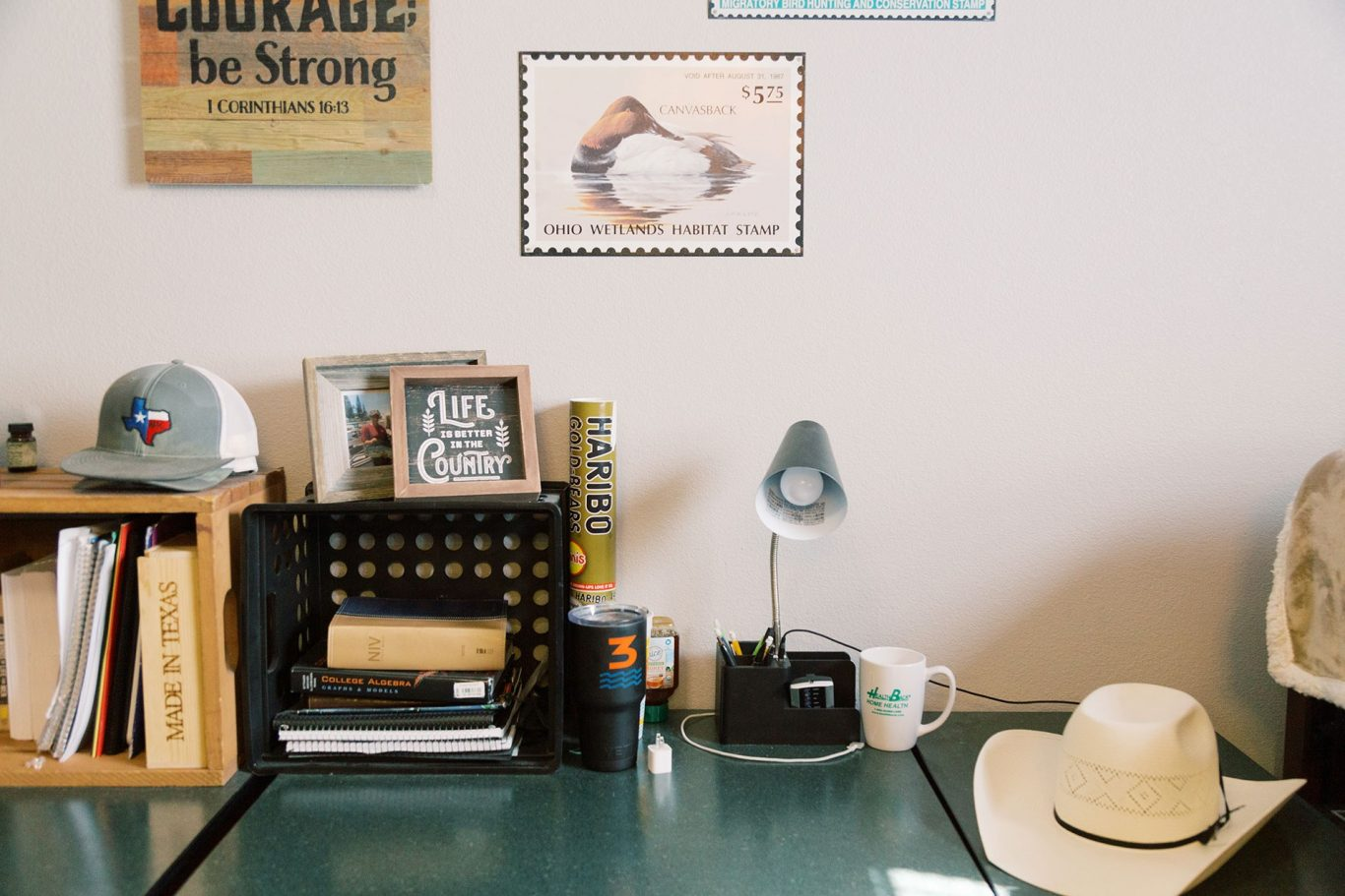 Uhouse desk